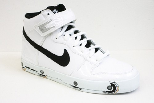 A Nike with blade frames